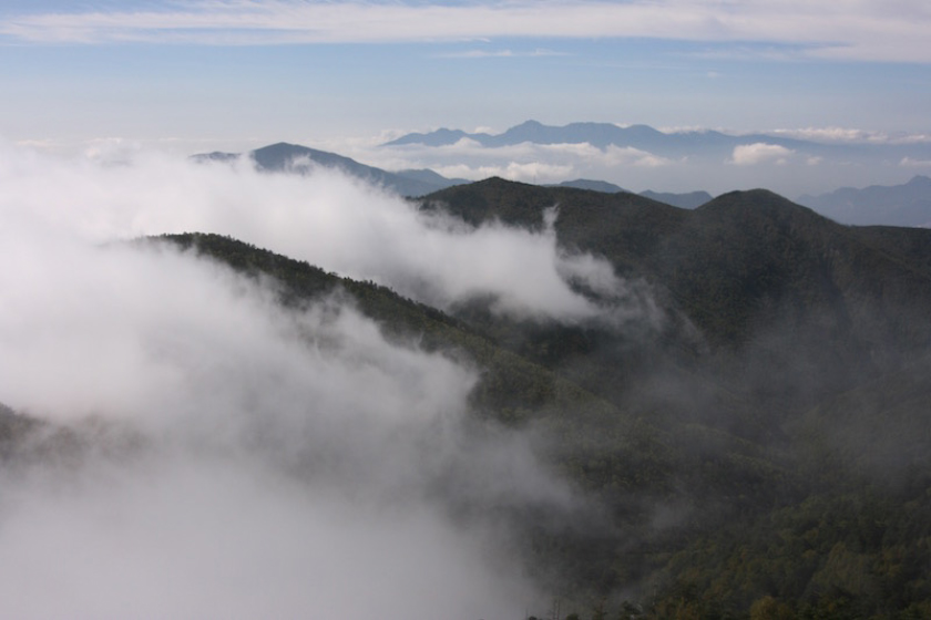 甲武信岳頂上から眺める秩父山地と八ヶ岳